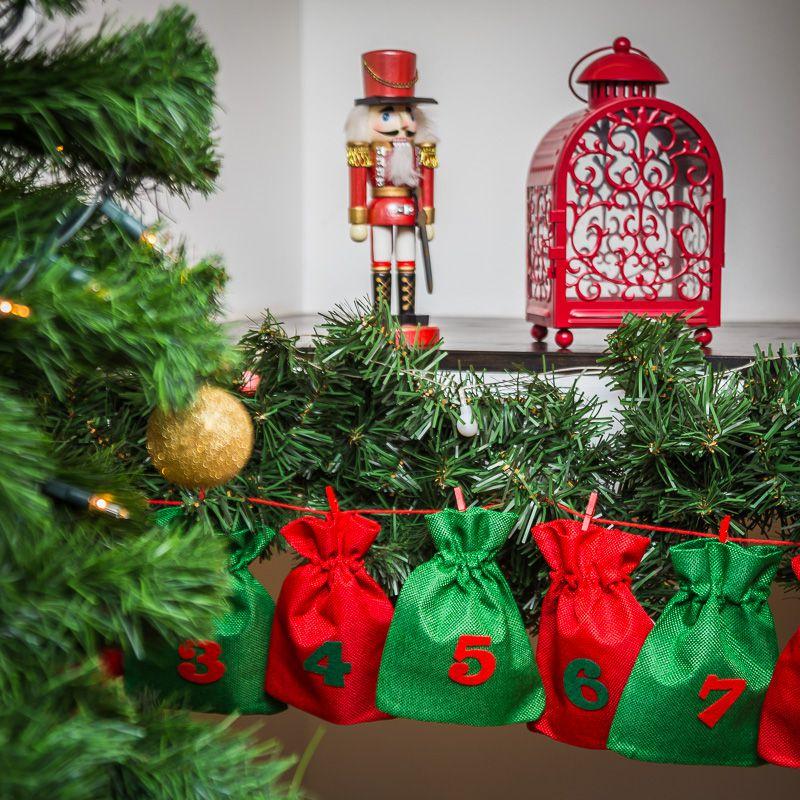 Adventskalender Jutesäcke, Größe 12 x 15 cm - grün und rot + rote und grüne Zahlen