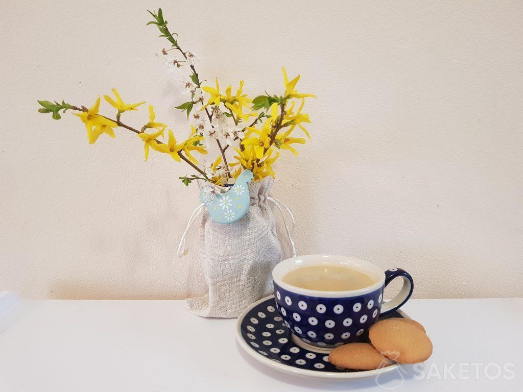 Stoffbeutel kommen als Blumentopf- und Blumenvasenhülle vorzüglich zur Geltung