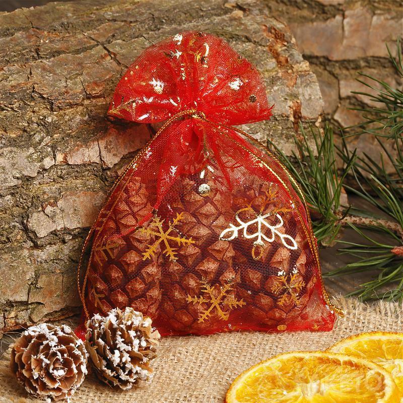 Weihnachtsbeutel aus rotem Organza.