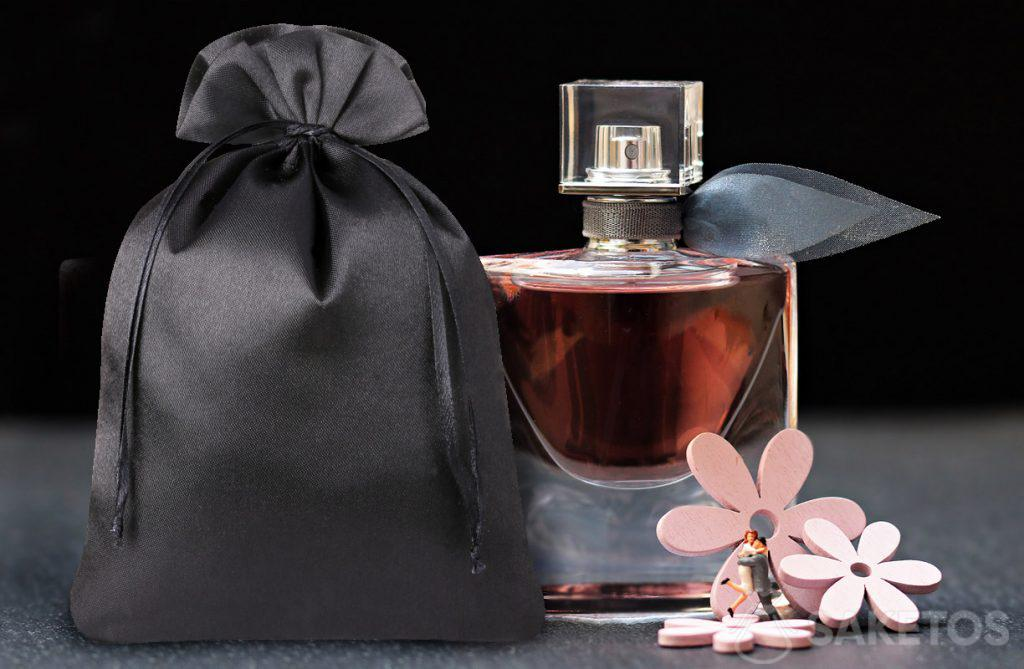 Eleganter Parfümbeutel aus schwarzem Satin