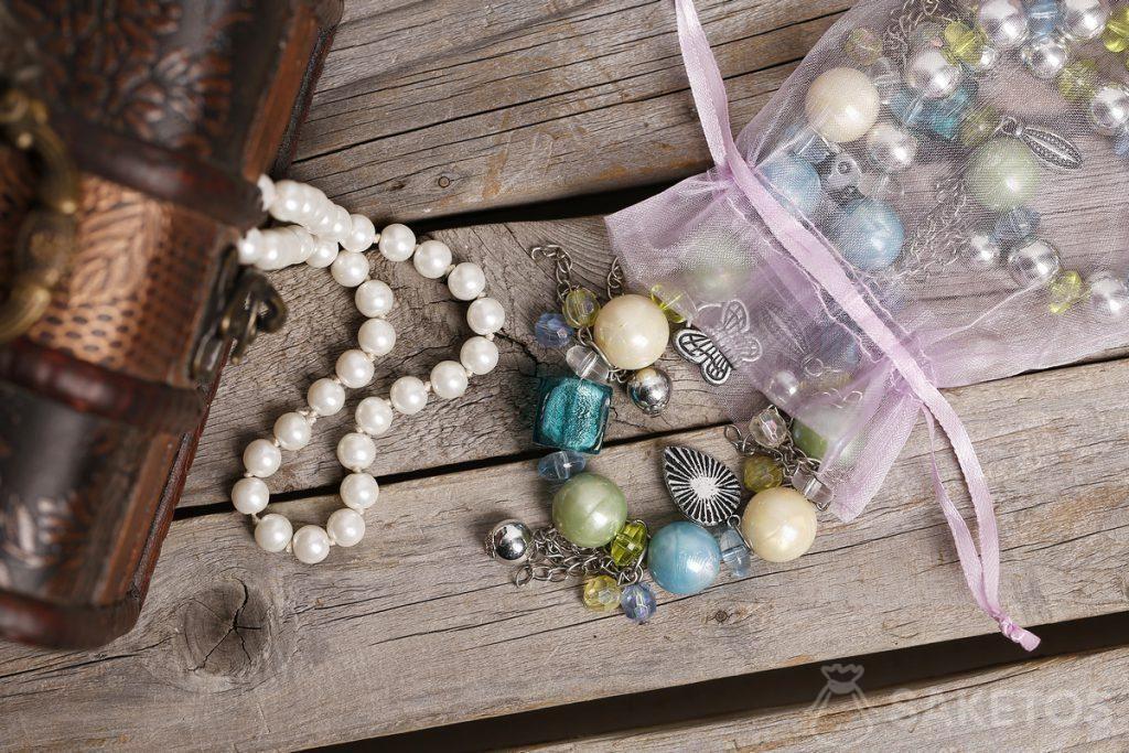 Organzabeutel für Perlen und Steine.
