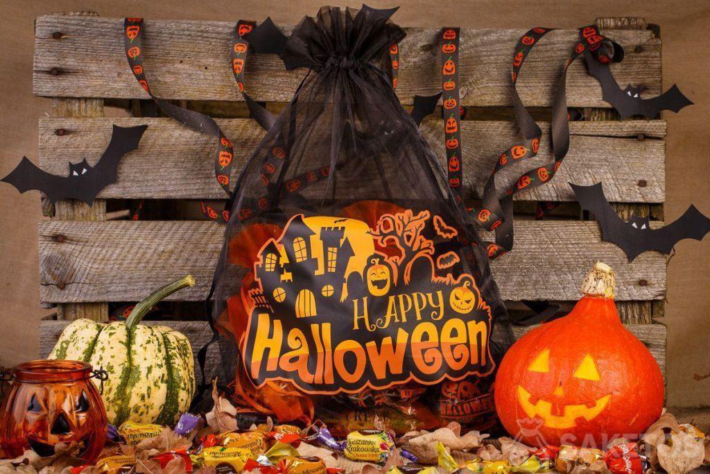 Organzabeutel eignen sich hervorragend als Halloweendekoration.