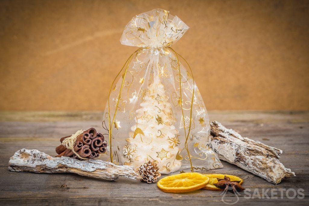 Weihnachtsbeutel aus Organza als Kerzenverpackung