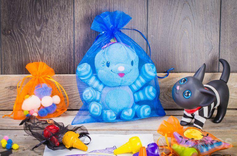Es gibt viele Möglichkeiten, dekorative Säckchen für Halloween zu verwenden.