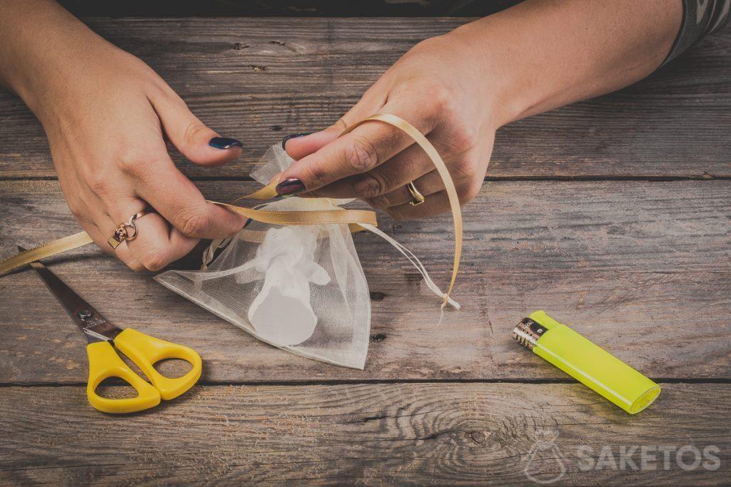 Wie bindet man eine Schleife aus Band - Schritt 3