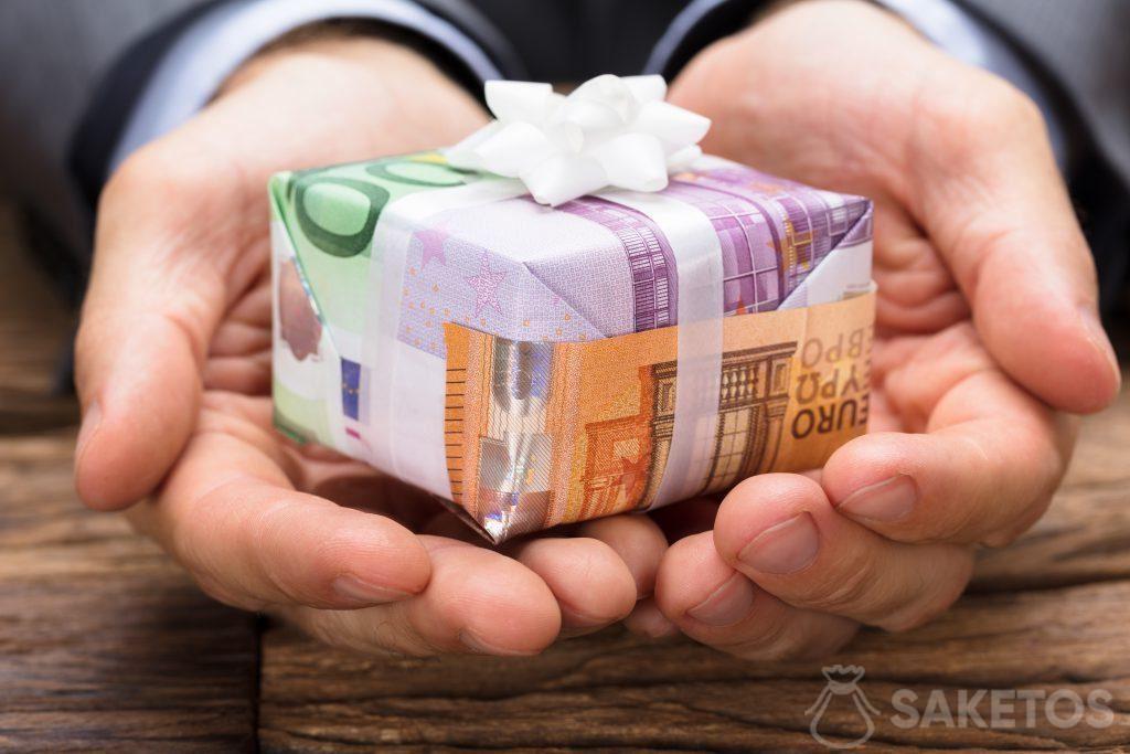 Banknoten in der Funktion als Geschenkpapier