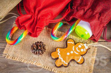 4. Kleine Geschenke für Kinder wie Süßigkeiten oder kleines Spielzeug, beispielsweise Seifenblasenbehälter, können in Stoffbeutel gesteckt werden.