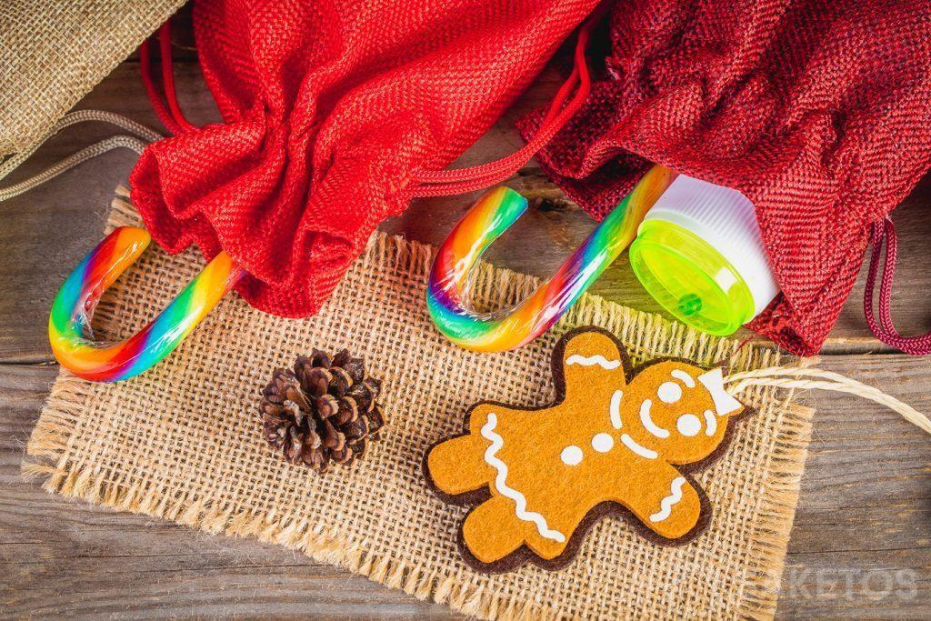 4.Kleine Geschenke für Kinder wie Süßigkeiten oder kleines Spielzeug, beispielsweise Seifenblasenbehälter, können in Stoffbeutel gesteckt werden.