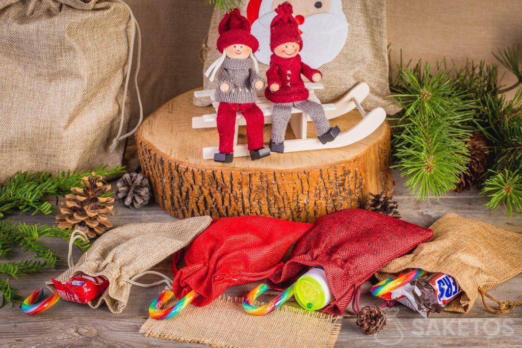 1.In Stoffbeutel können Süßigkeiten für den Nikolaustag verpackt werden