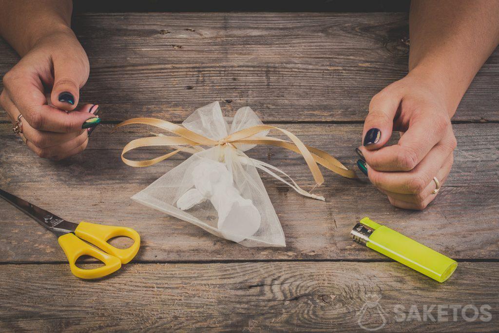 Kokardy ze wstążki - jak je zawiązać, instrukcja krok po kroku