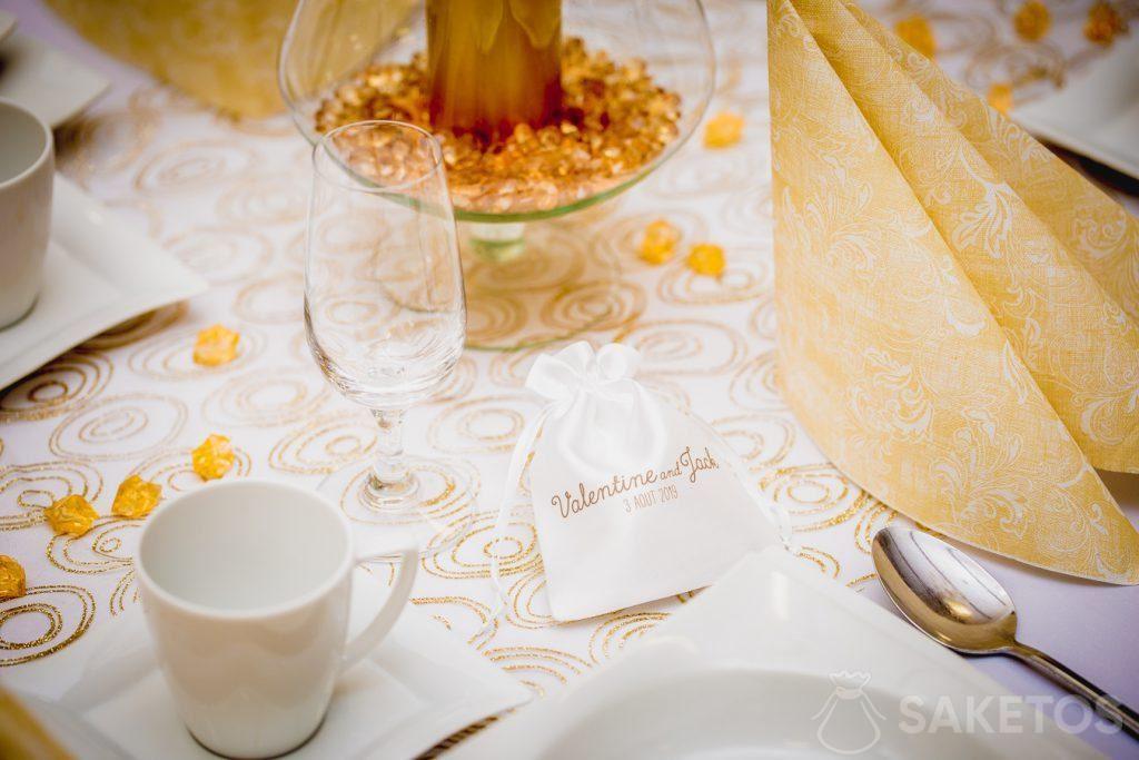 1.Satinbeutel mit Aufdruck als ein Dankeschön an Hochzeitsgäste