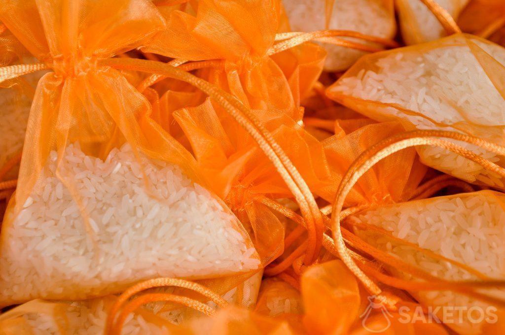 2.Orangene Organzabeutel mit Reis