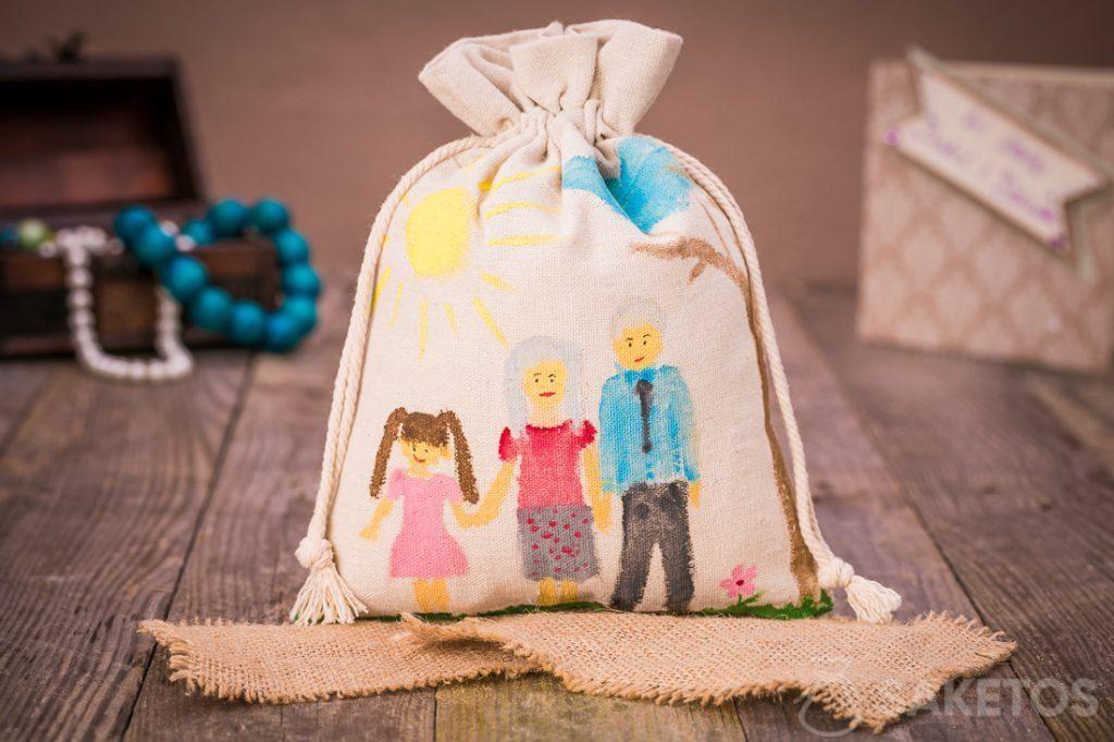 Geschenkbeutel aus Leinen für die Liebsten, angemalt mit Acrylfarben