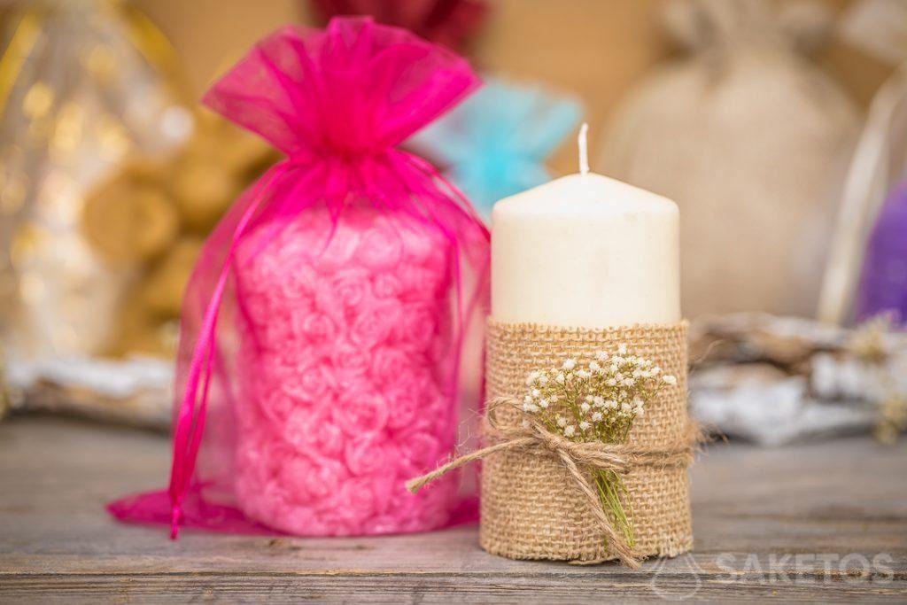 2.Ein Organzabeutel stellt eine elegante Kerzenverpackung dar