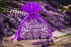 11.Organzabeutel mit getrocknetem Lavendel