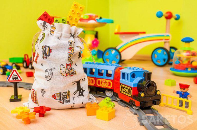 Stoffbeutel eignen sich hervorragend zur Aufbewahrung von Spielzeug und um Geschenke für Kinder einzupacken.