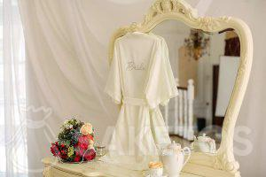 Der Stoff ist perfekt für Hochzeiten und Trauungen
