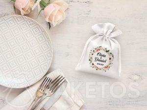 Hochzeitsgeschenktüte mit einer kleinen Aufmerksamkeit für Hochzeitsgäste